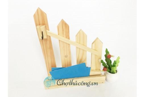 Kệ hàng rào gỗ trang trí để bàn kết hợp khe để name card